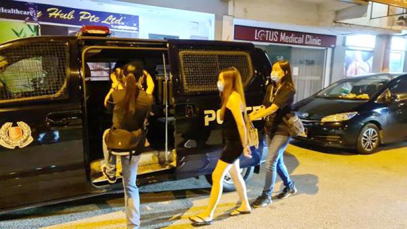 警方展开扫荡活动,逮捕5女子。(警方提供)