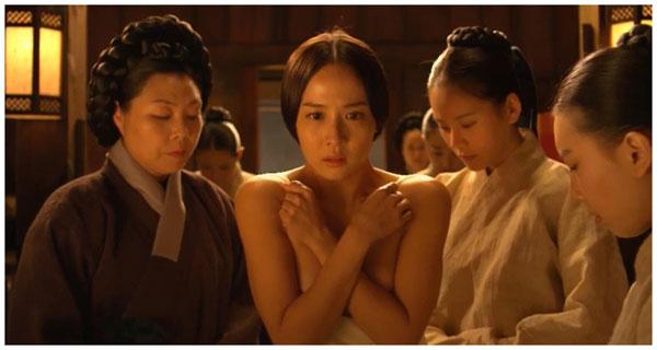 曹汝贞在《后宫:帝王之妾》中有大尺度裸露。