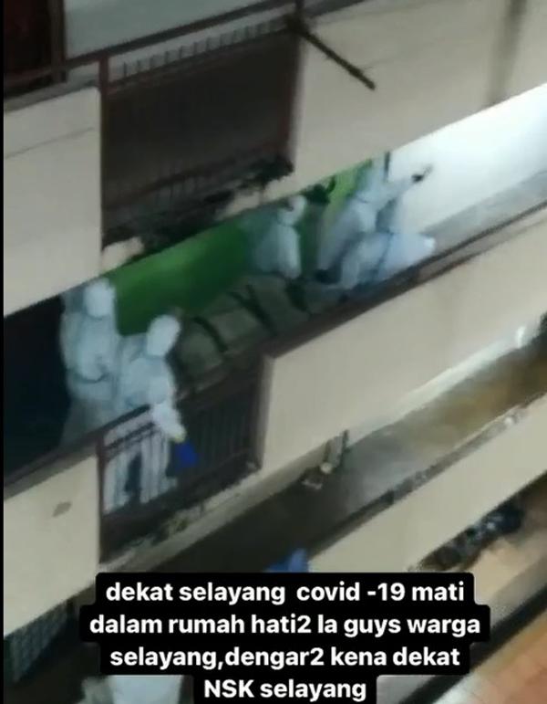 穿上个人防护装备的救护人员将尸体抬走,居民一度以为死者是新冠肺炎确诊者。