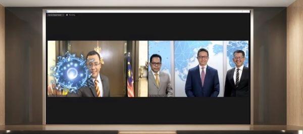雪州大臣拿督斯里阿米鲁丁(左)为2020年雪兰莪国际商务峰会主持线上开幕仪式;右起为雪兰莪投资促进机构总执行长拿督哈山阿兹哈里、邓章钦和雪州副州秘书诺夫阿特。