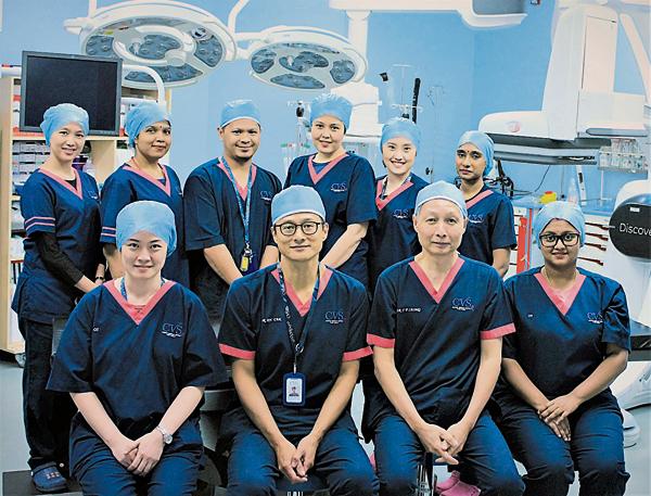 梁耀鹏医生(坐者右2)与CVSKL专业团队为您的健康护航。