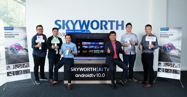 江宛泰(右3)与SKYWORTH Malaysia团队推介Android TV 10.0,这是大马首台Android电视面市!