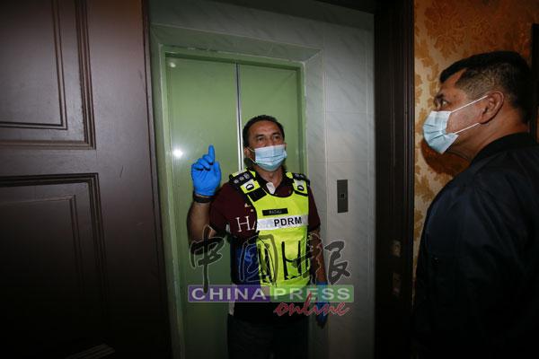 该酒店设有藏在暗门后的升降机,供嫖客和女郎逃脱。