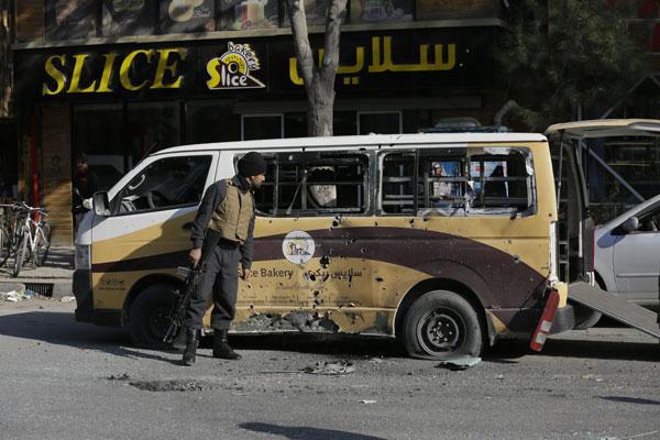 遭23枚火箭弹袭击 阿富汗首都8死