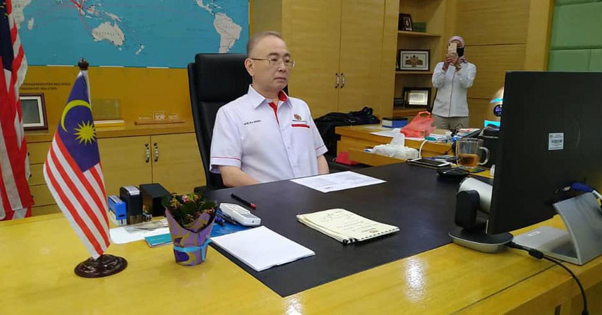 魏家祥透过视讯见证柔新捷运计划动土仪式。