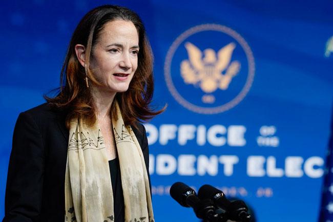 获拜登提名担任国家情报总监的海恩斯,在记者会上发言。她将是第一位担任该职位的女性。(美联社)