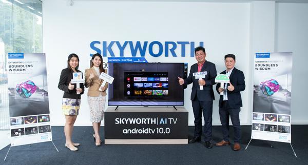 江宛泰(右2)与SKYWORTH Malaysia团队有信心Android电视能带给大马消费者 不同的娱乐体验。