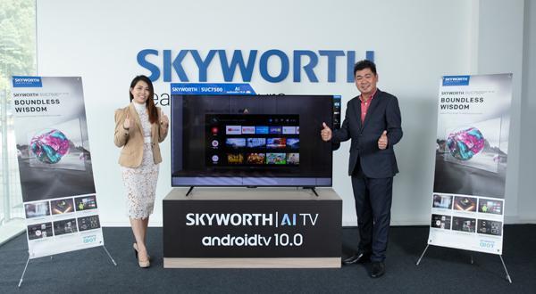 江宛泰(右)与SKYWORTH Malaysia市场部经理吴玮君对SKYWORTH 推出的Android电视打入大马市场信心满满。