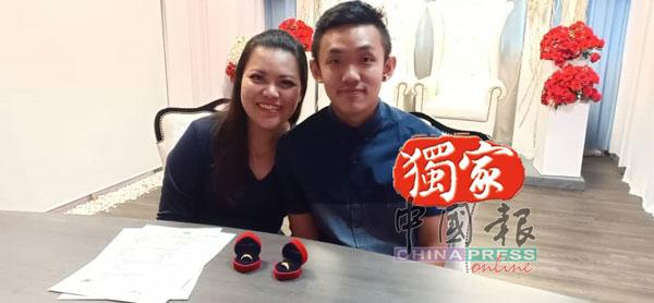刘国俊(右)与妻子今年7月注册结婚,打算明天办婚宴,如今无法实现。(受访者提供