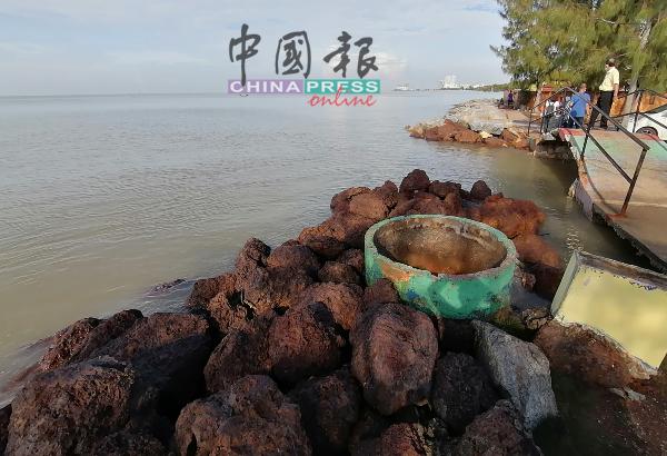 林祥和促请政府改善防浪堤及排水系统。