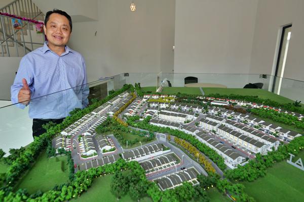 陈志豪介绍该集团在沉香的房地产计划。