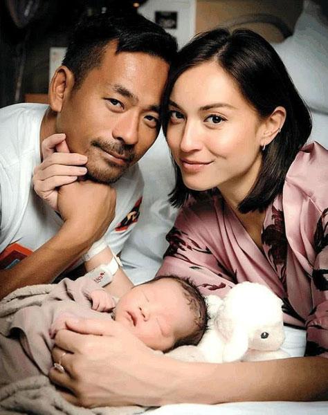 Mandy Lieu和洗米华与女儿合照。