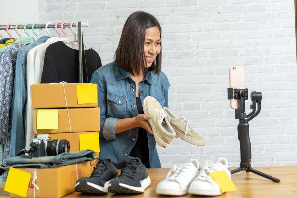 直播销售是一个在新常态下提升业务的途径之一。