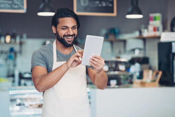 把业务带上数码平台,顾客要享用美味的咖啡或焦糖布丁,已不再限于店内。