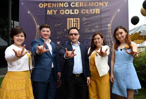 My Gold Club高层出席启动仪式,一同见证该俱乐部的诞生。左起为陈美廷、张博士、王博士、徐雁儿和林秋媚。