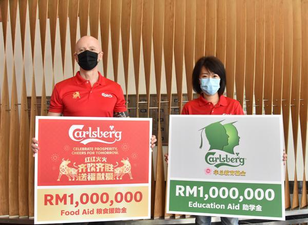 马来西亚Carlsberg集团履行企业社会责任,发起两项倡议以拨出总共200万令吉善款。左起为葛利尼及企业事务总监赖姳竹。