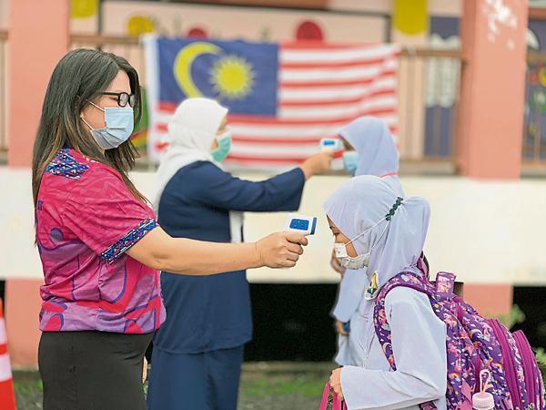 全国学校都已做好防范措施,包括为学生量体温。