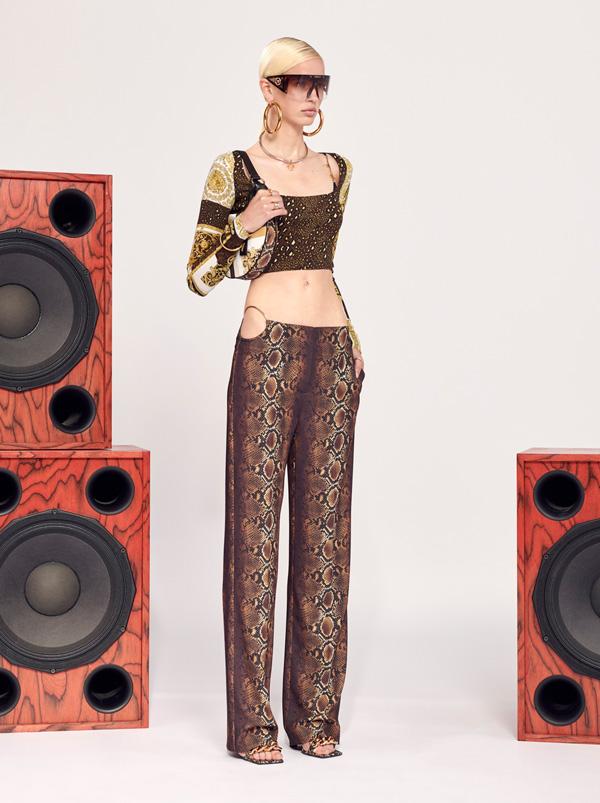 延续第一轮的迷你限量系列,带来款式齐全的男女跨季时装及配饰。
