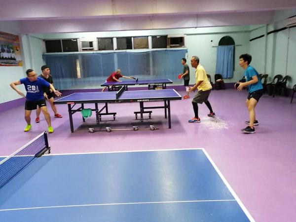 位于普罗士邦大街的淡边县乒乓公会球员不获准练球,避免遭到罚款。