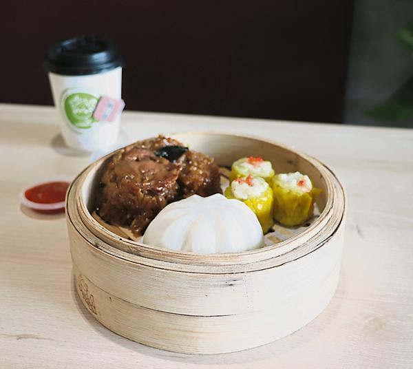 Jom Culture套餐内有糯米鸡、叉烧包、烧卖,是一些传统式的点心。