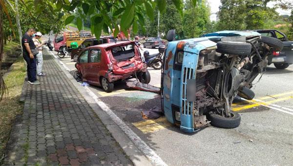 车祸后,肇祸司机试图逃离现场,但被在场公众围堵。