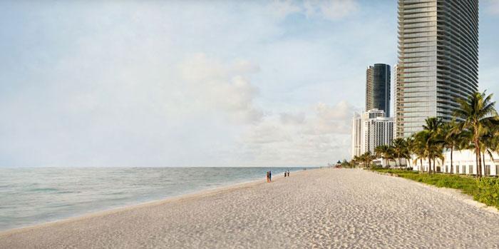 豪华公寓位于海滩边。