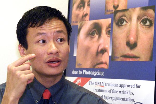 蔡俊仁医生表示,一般严重烧伤的伤者苏醒后,还得接受多次植皮和疤痕治疗手术。(档案照)