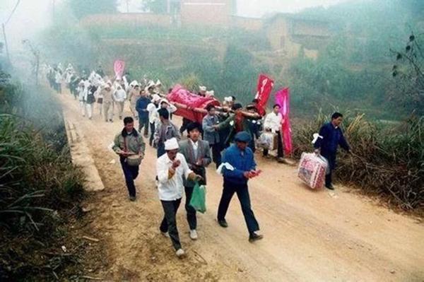 """中国农村""""阴婚""""档案照。"""