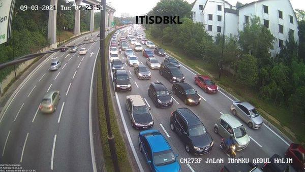 有关车祸导致当地交通阻塞,车龙一度长达5公里。