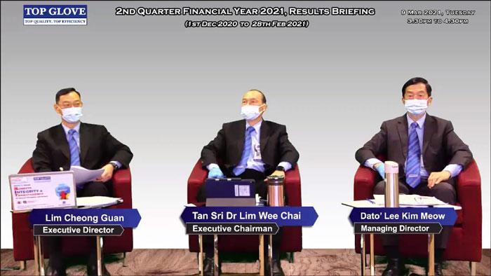 林将源(左起)、林伟才和董事经理拿督李金谋共同汇报次季业绩表现。