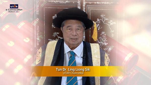 拉曼大学名誉校长敦林良实医生致辞。
