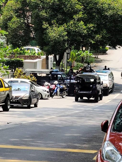 警方接获情报后,封锁现场展开调查。