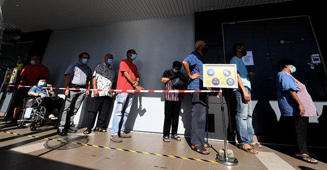 4月19日,第二阶段接种计划先在7州(吉打、马六甲、槟城、彭亨、沙巴、砂拉越、登嘉楼)及纳闽开跑。(图:马新社)