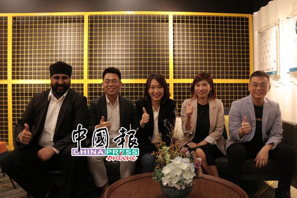 帕拉米特星(左起)、邬中贤、YYC超越集团总裁拿汀叶欣向、《中国报》执行总编辑兼数码媒体营运总监罗依薇,与YYC超越集团主席叶志超在线上研讨会后合影。