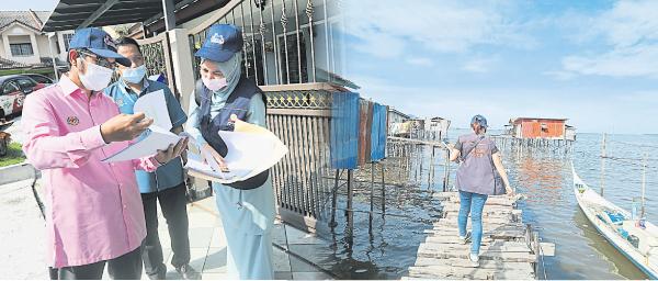莫哈末乌兹尔与官员研究地图,分配人手。