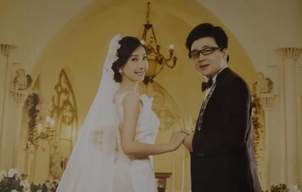 张丽君和丈夫韩诗俊的结婚照。