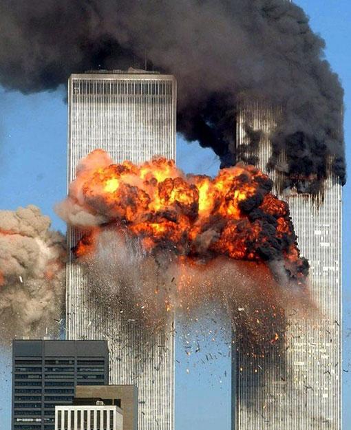 2001年9月11日,纽约世贸中心遭遇恐怖袭击,震惊全球。(美联社)