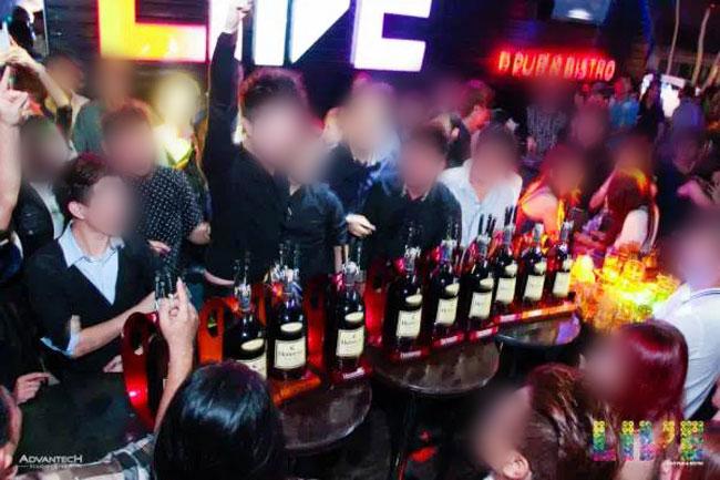IBS集团成员夜夜笙歌,花一大笔钱到夜店狂欢。