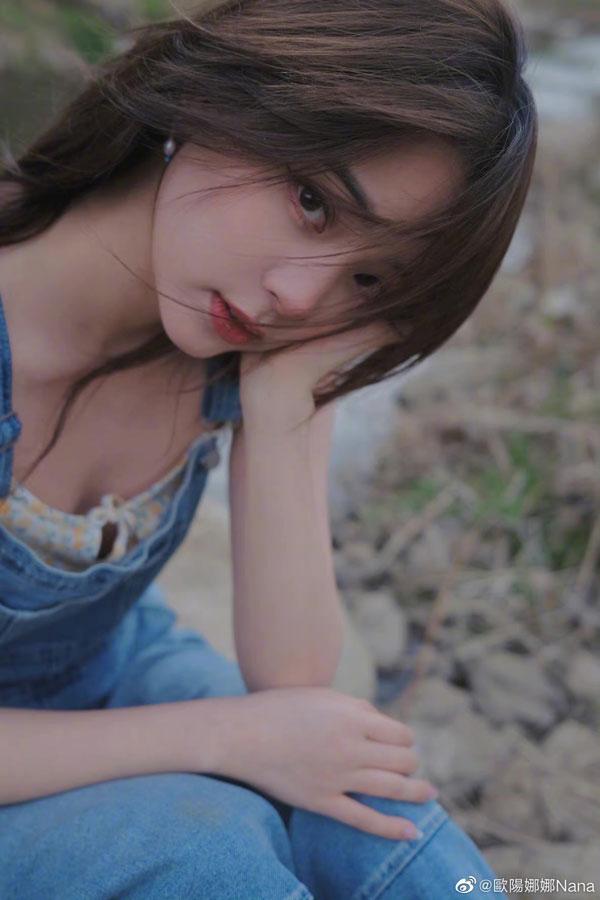 欧阳娜娜遭抓包疑似没穿内在美。