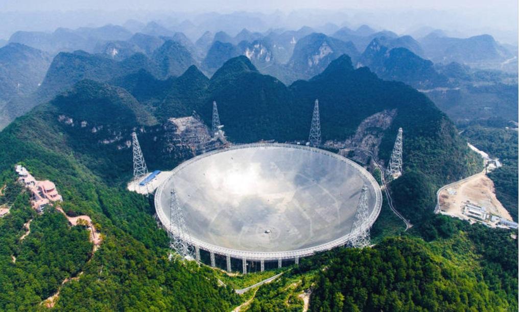 天眼从计划到完工历时22年,面积相当于30个足球场。