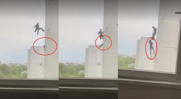 消防员垂降飞踢失误,女子失去重心从高楼坠落惨死。