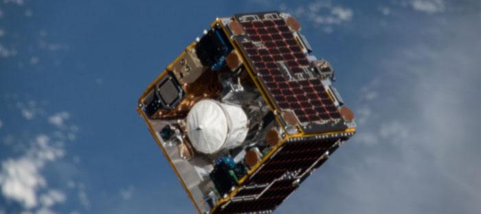 漂浮在外太空,用来清除太空垃圾的卫星。
