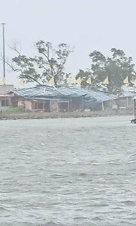 角頭附近海域掀起狂風巨浪,造成翻船及漁民墜海事故。