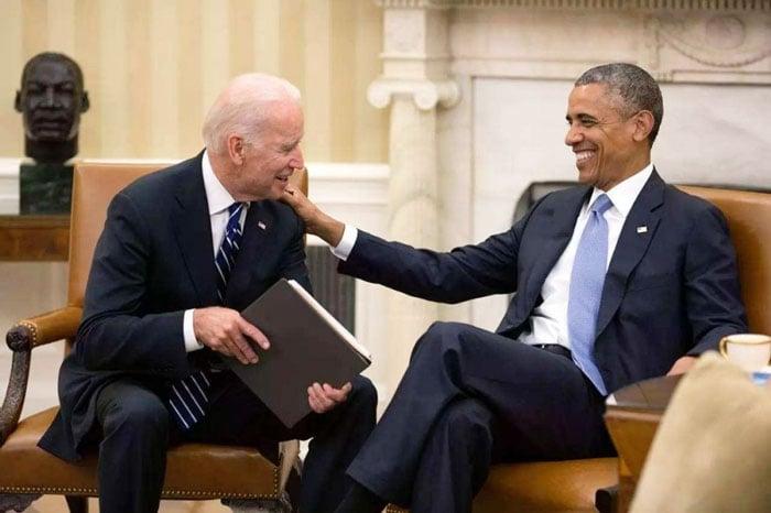 上次发生美国窃听欧洲事情的时候,拜登(左)就是奥巴马政府的副总统。于是有人指控,拜登深度参与了这件事。