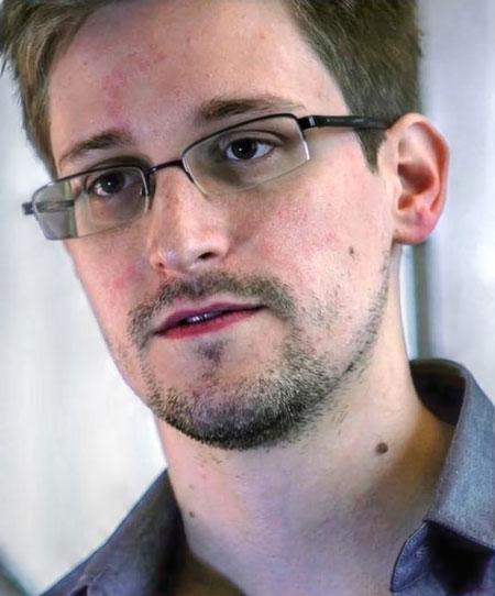 2013年,美国前CIA雇员斯诺登向媒体泄露了美方监控细节后,逃往俄罗斯寻求庇护。