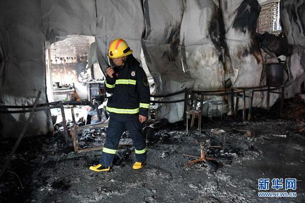 案发现场被烧得黑焦一片。