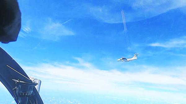 中国空军机群进入我国空域事件,激化了两国在南中国海的矛盾。