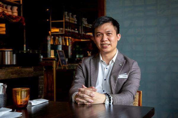 """韩儒鸿非常感谢Reliance学院把他从一个礼待领域的""""小白""""栽培至拥有今日的事业。"""