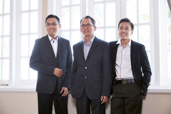 祥电器三大负责人,左起为陈志伟、陈荣祥和陈志佳。