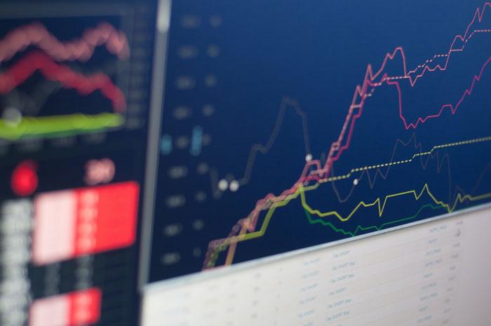 为了弥补收入来源上的损失,很多散户开始把手中资金投向股市,尤其锁定买入投机性质高的仙股,希望可趁低捞底。
